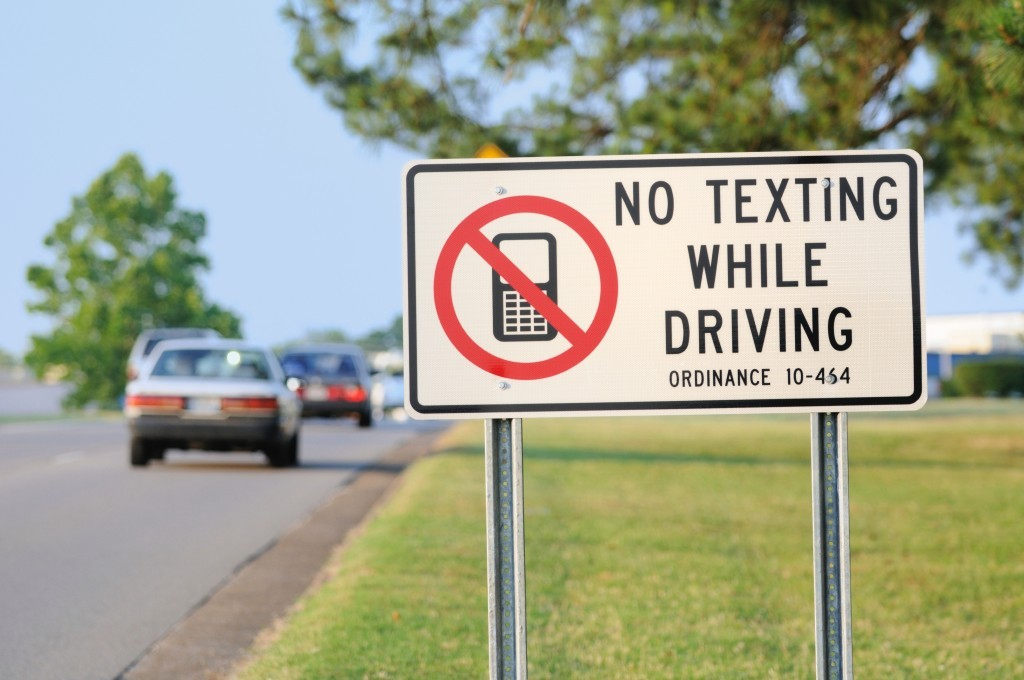 no texting while driving Texting while driving has become an especially problematic trend among millennials according to nhtsa, since 2007, young drivers 16 to 24 years old have been.